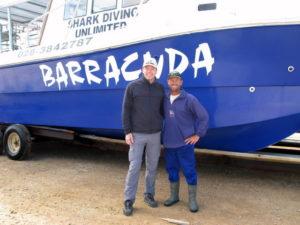 Frank Rutzen, re., mit Michael Dunker vor der Barracuda.
